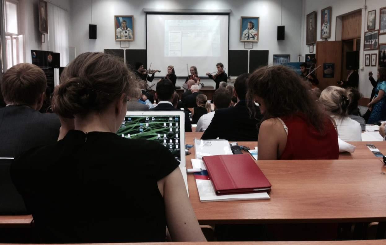 организация синхронного перевода в Военмехе